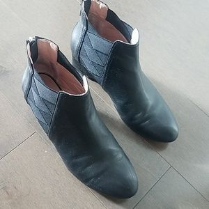 Used Taryn Rose booties size 8.5